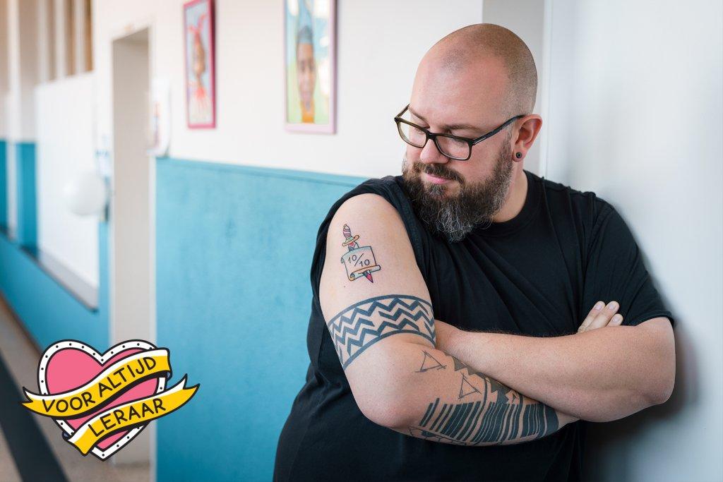 Leraar Wim met zijn Dag van de Leraar tattoo!