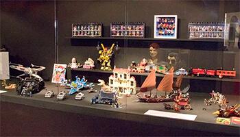oud speelgoed van Lego op de expo