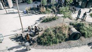 kinderen op de nieuwe speelplaats van het Lutgardiscollege in Oudergem