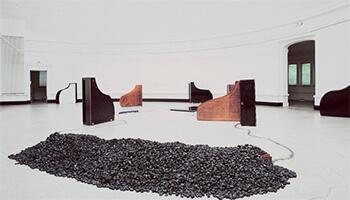 opstelling uit de expo De Collectie (1)   20 jaar S.M.A.K.