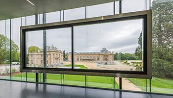 Raam met uitzicht op Afrika Museum