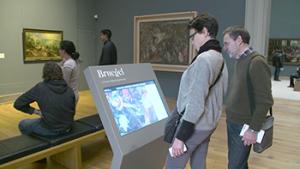 bezoekers aan de expo 'Bruegel. Unseen Masterpieces'