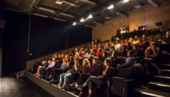publiek in theaterzaal