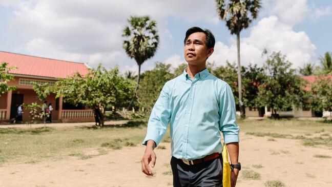 Cambodja: Leraar Leang stapt naar zijn klas