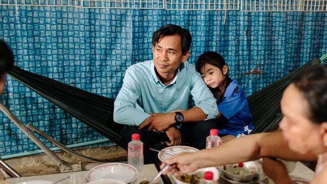 Cambodja: Leraar Leang luncht met zijn familie