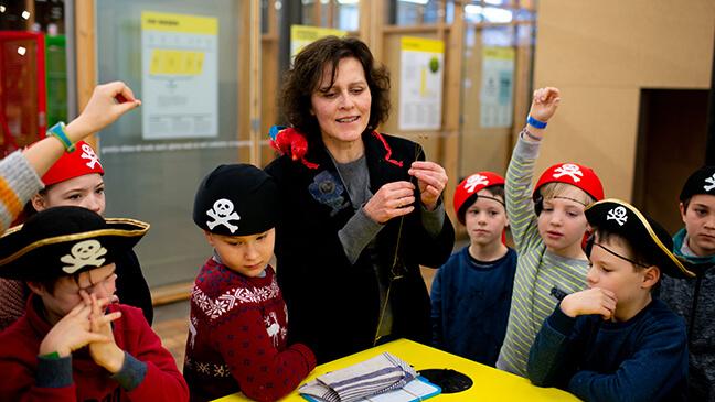 Leerlingen verkleed als piraat in Texture, Kortrijk