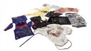uitgestalde kleren van migranten