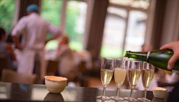 Leerling serveert champagne