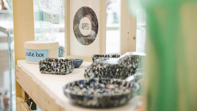 Mini-onderneming 'a plastic free school': standje met producten