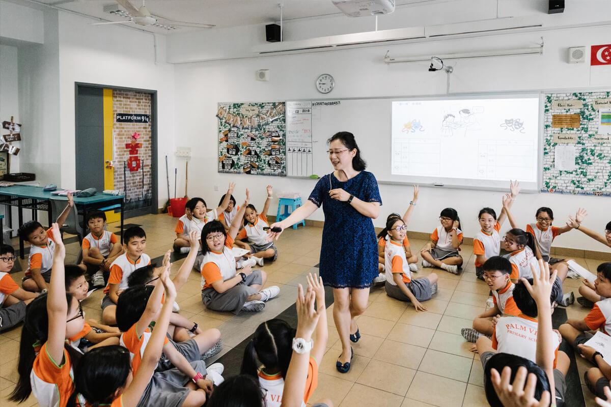 Juf Dai Ping laat leerlingen hun taalkennis toepassen via drama.