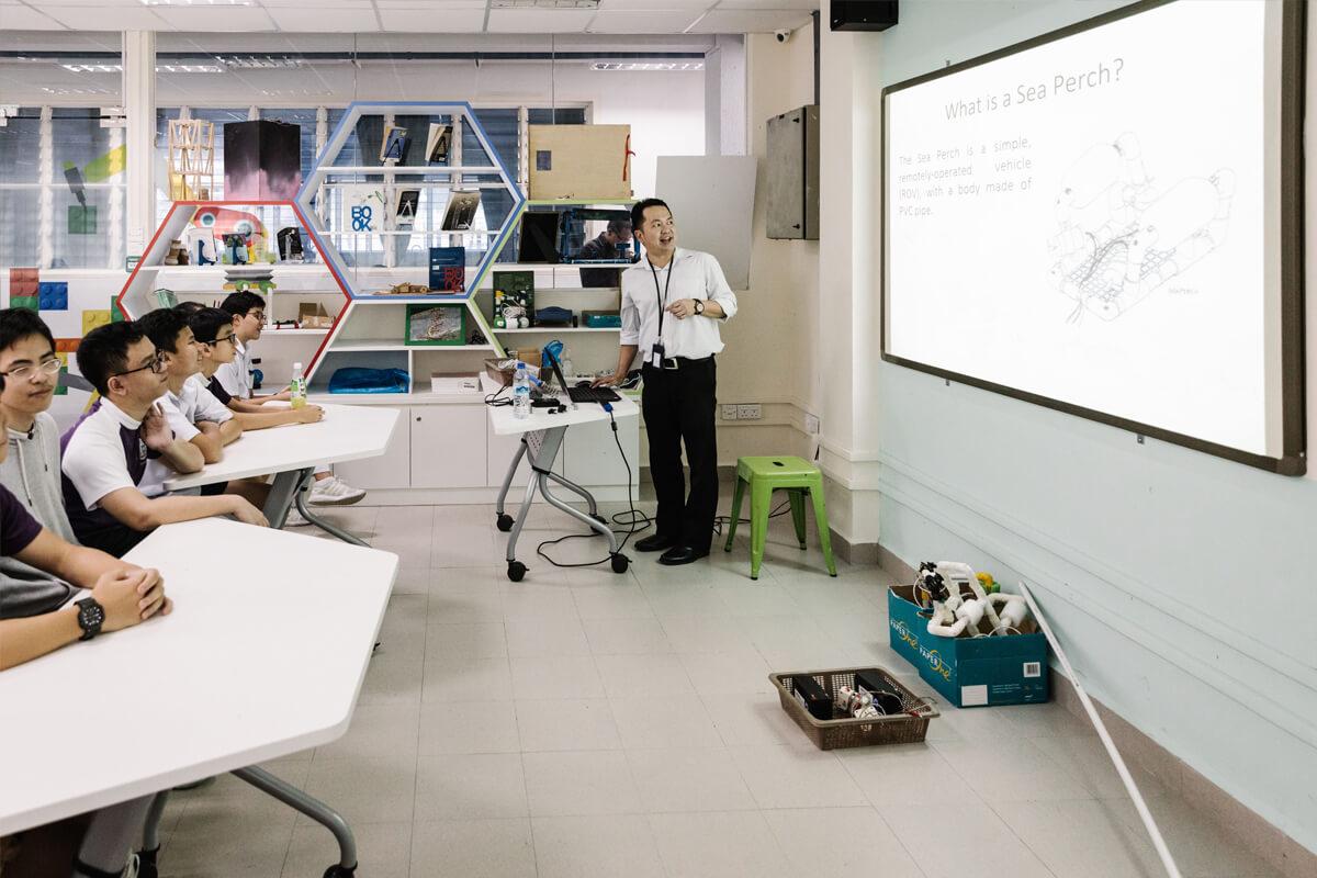 De STEM-klas demonstreert wat ze normaal in een half jaar leren.