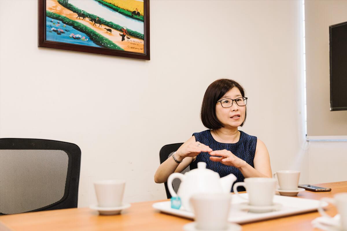 """Daphné Yeoh: """"St. Hilda's heeft 150 leraren en 1700 leerlingen. Begin er maar aan, als nieuwe directeur."""""""