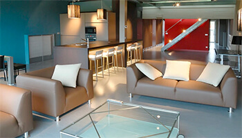 Woonkamer met zetels van Vakantiewoning Loft in Peace