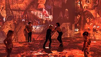bezoekers aan de expo 'Beyond Bruegel'