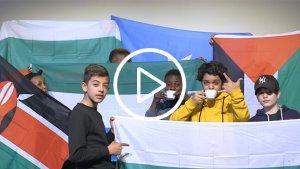 leerlingen van het VISO Gent die rappen in de klas