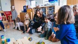 Juf Sigrid leert wiskunde aan haar kleuters