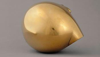 beldhouwwerk in goudkleur