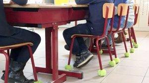 klasinrichting - Tennisballen onder stoelpoten