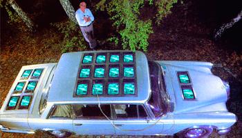auto met beeldschermen van Wolf Vostell
