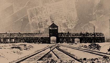 spoorlijn naar het gebouw van Auschwitz
