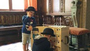 2 jongens in het kasteel van beauvoorde