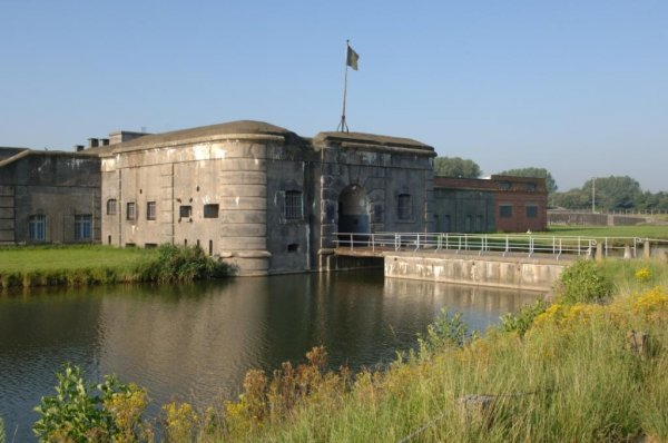 buitenkant van het Fort van Breendonk