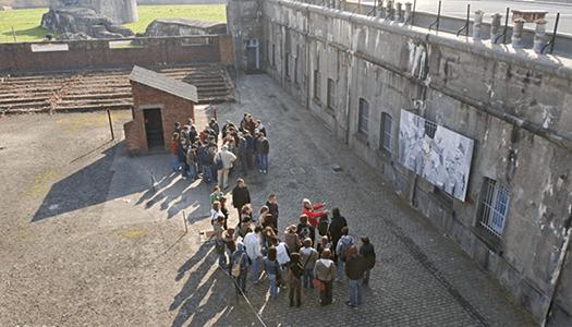 klas brengt bezoek aan het Fort van Breendonk