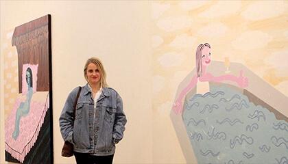 Nel Aerts bij één van haar werken