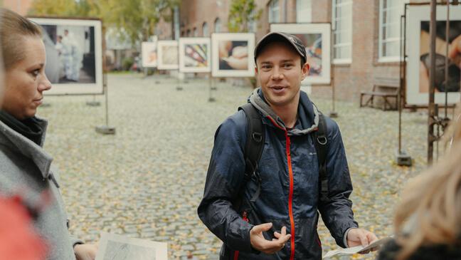 Startende leraren bij La Fonderie tijdens inleefreis in Molenbeek