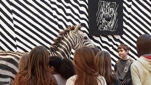 Klas op bezoek in de Expo Camouflage