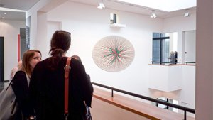 bezoekers in het Felixart museum