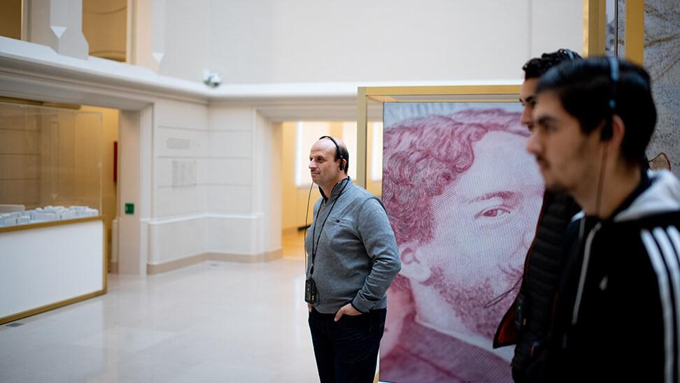leraar economie Kristof in het museum van de Nationale bank in Brussel