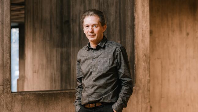 Portret van Kris Van den Branden, fan van collegiale visitatie