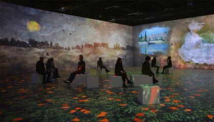 mensen zitten in schilderij van Monet