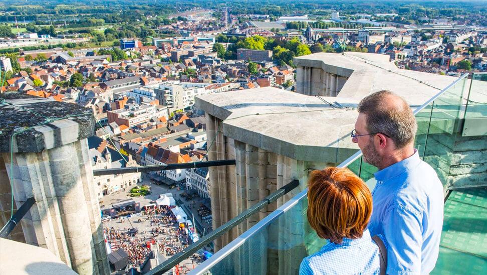 bezoekers op de Sint-romboutstoren