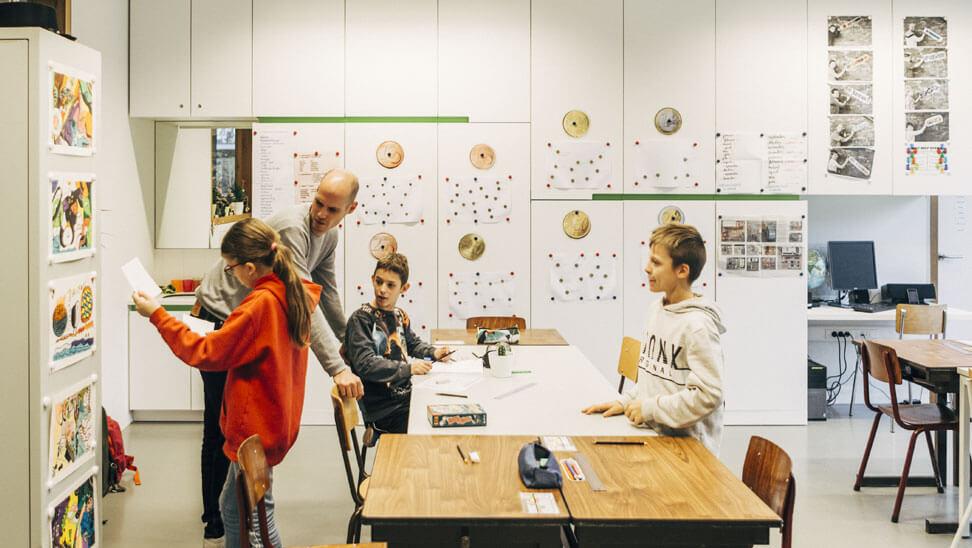 Ewout De Coene brengt structuur aan in zijn klas.