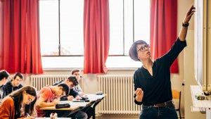 Cindy Blommaerts uit het Kardinaal Van Roey-instituut in Vorselaar geeft de zware wiskunde uit de derde graad.