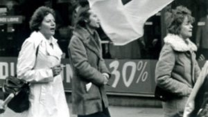 feministes manifesteren in jaren 1970