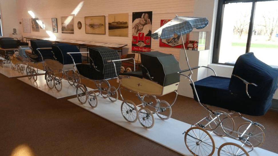 Kinderwagen op de expo 'design op wielen'