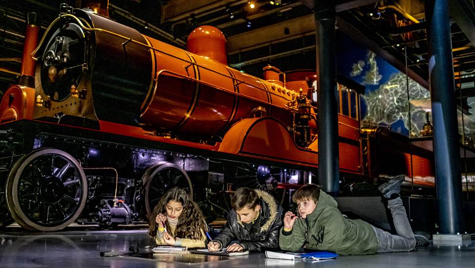 Werken in groepjes in Train World