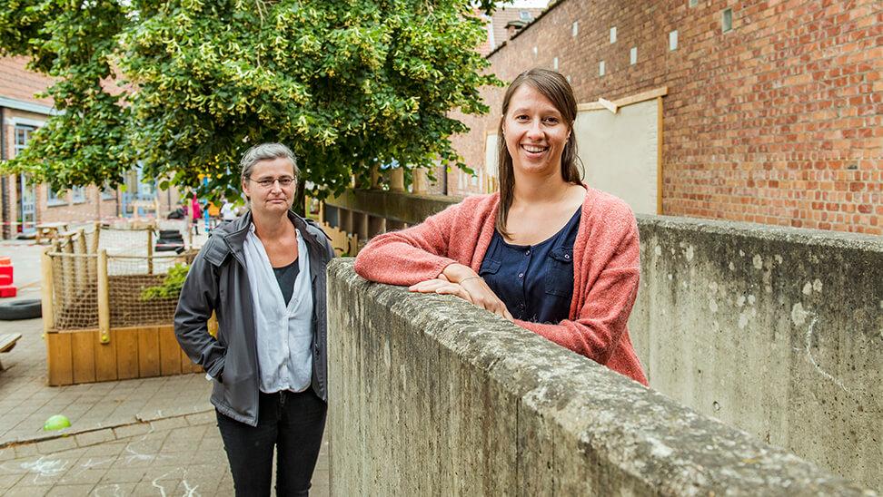foto van zorgcoördinator Zoë Leduc van BS Sint-Janschool en Karin Nelissen, coördinator buurtwerk 'tLampeke