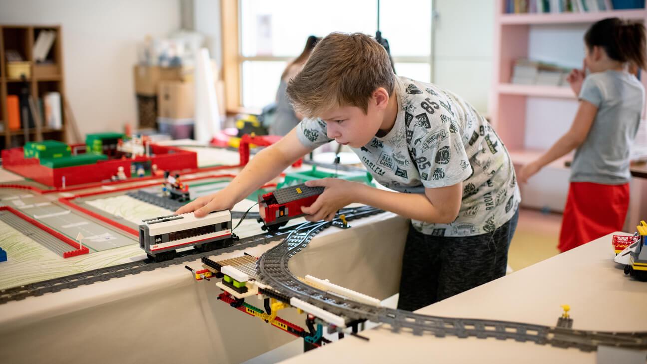 Leerling bouwt aan een stad