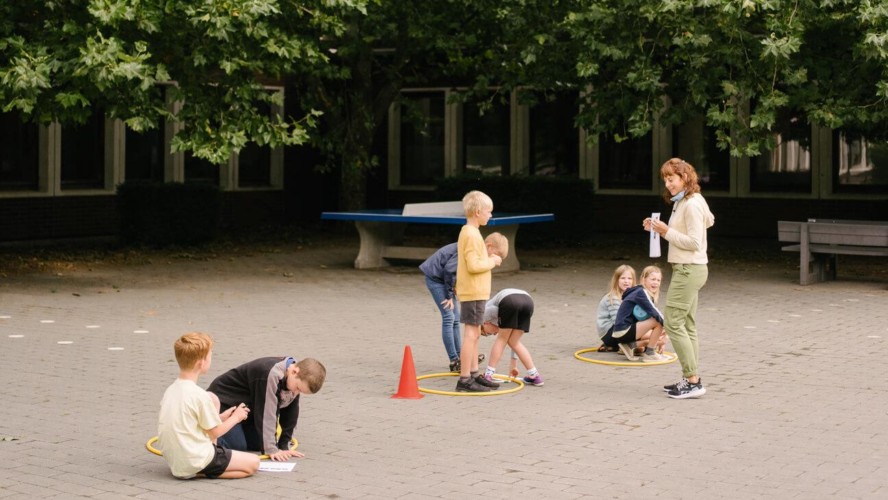 Leerlingen op de speelplaats