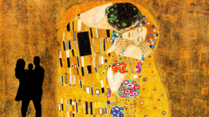 Gezin voor een werk van Gustav Klimt