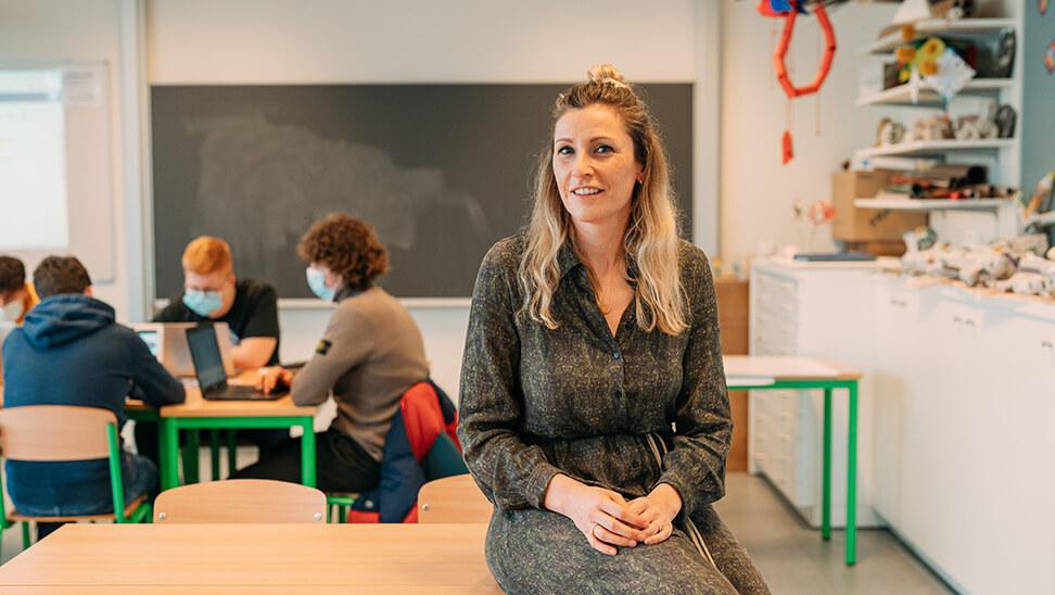 leraar Sara aan laat haar leerlingen kritisch denken