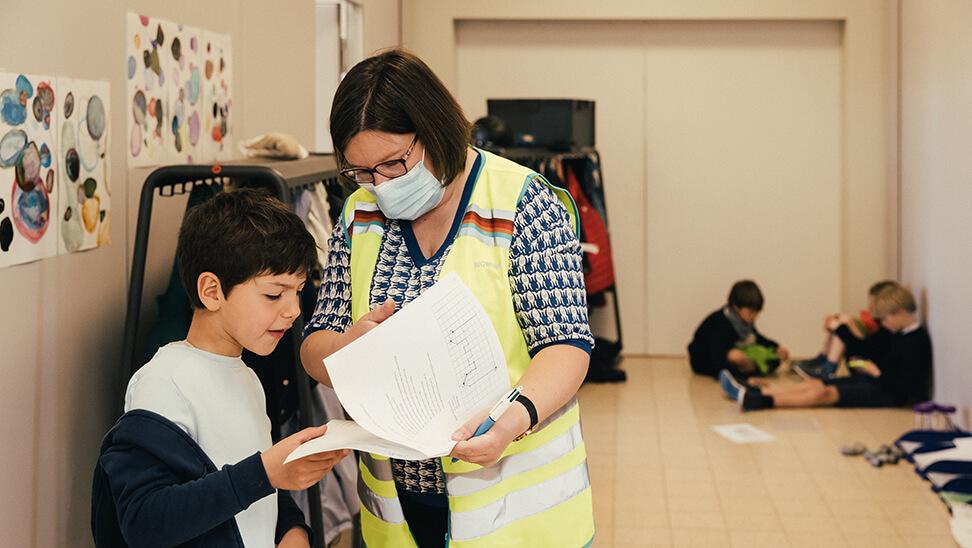 Fluoleraar bij een leerling