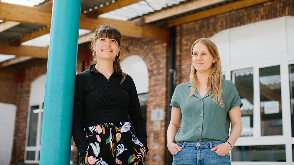 vervolgschoolcoaches Margot Claeys en Hannah Leyns