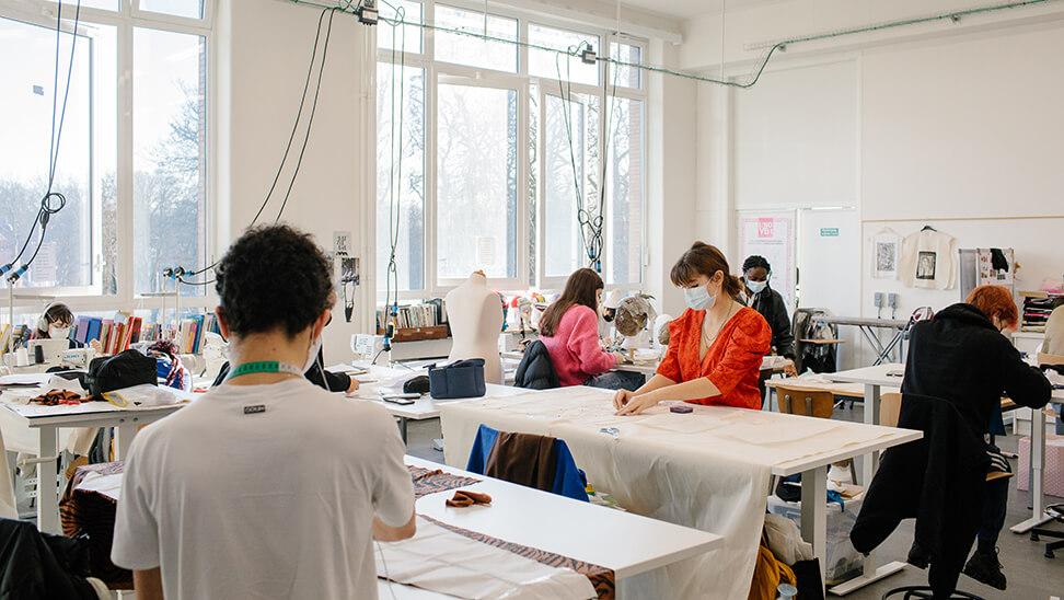 foto van een klas in de kunsthumaniora