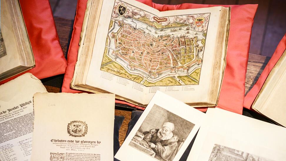 Boeken uit de expo 'komt een italiaan naar de nederlanden'